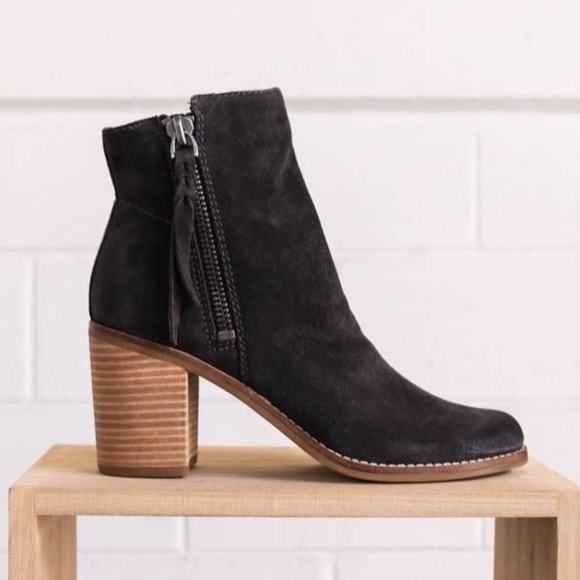 0b138dc3353 Dolce Vita Shoes - Dolce Vita Women's Black Lanie Boot in size 8.5